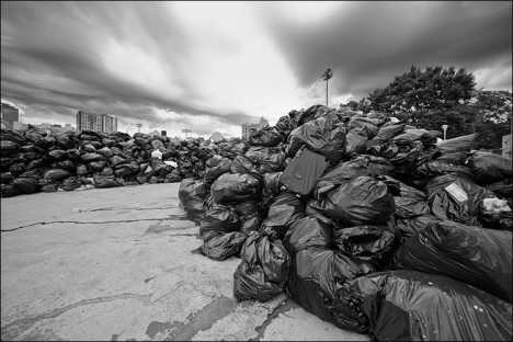 garbage_strike_queen_sherbourne_03_bw